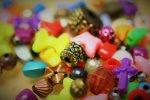 Kolorowe koraliki do biżuterii